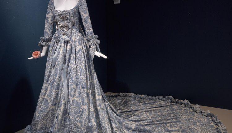 PHOTO: Oscar de la Renta custom evening dress from 2006. Photo courtesy of Thomas R. DuBrock.